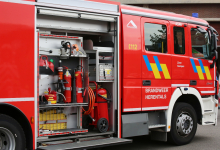 Brand vernielt wagens in losstaande carports op Oevelse Dreef
